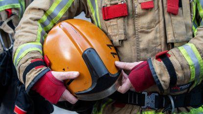 Brand veroorzaakt explosies in garage in Klabbeek, één persoon gewond
