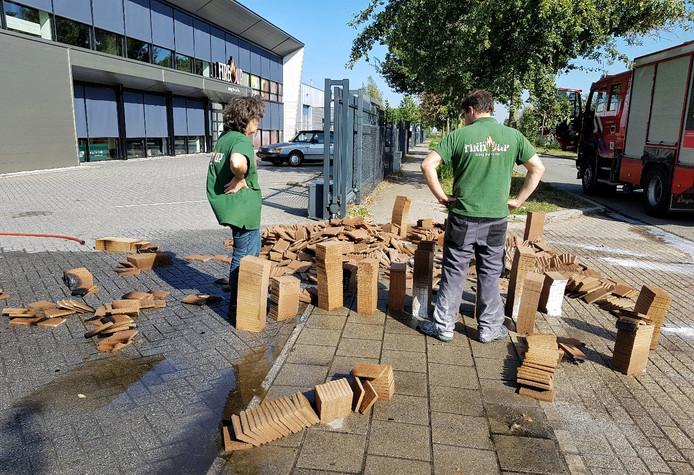 Bij aanmaakblokjesfabriek Fire-Up in Oisterwijk brak eind september een reeks palletbrandjes uit.