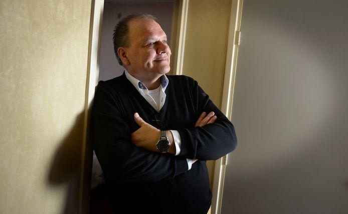 René Beunders staat met zijn Stichting Sociaal Hart Enschede inwoners bij die door bijstand, Wmo of armoede tussen wal en schip belanden.