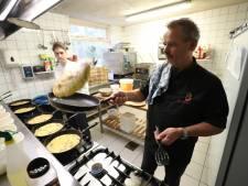 Restaurant De Clown bakt gewoon door; pannenkoeken niet op het bord, maar in het schap bij vier supermarkten