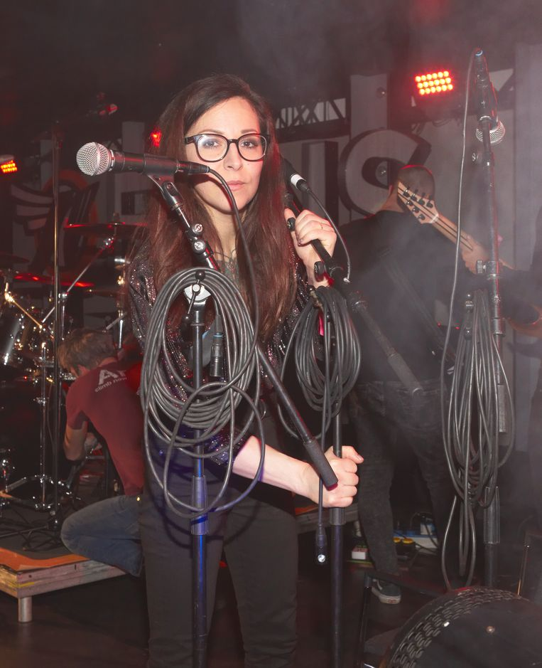 Eurosonic Noorderslag Alma Alizadeh zangeres van de band For I Am King, vlak voor het optreden. Beeld Daniel Cohen