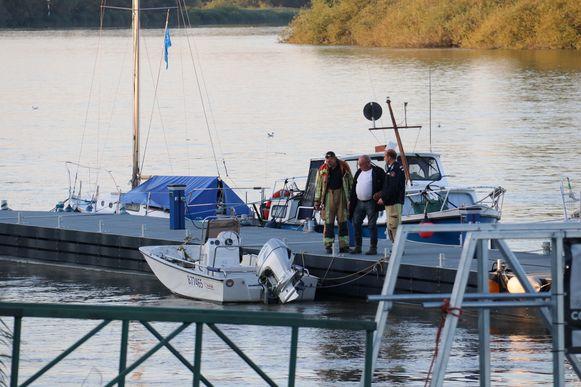 Deze boot kapseisde op de Schelde en de bestuurder kwam in het water terecht.
