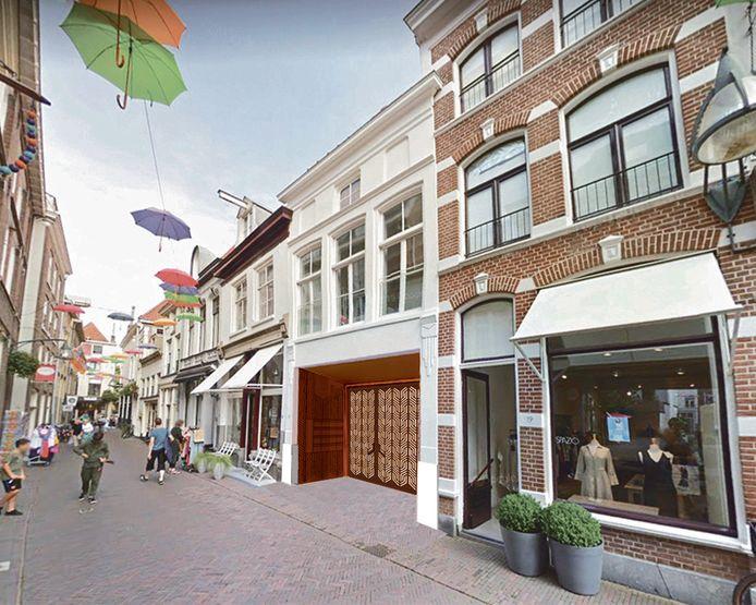 In dit pand in de Grote Overstraat komt de doorgang naar de Stadshof, met een poort.