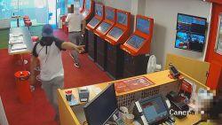 Politie zoekt man die in 27 seconden 3.000 euro steelt uit gokkantoor