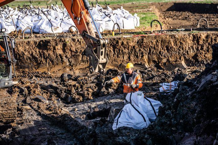 Bij grafwerkzaamheden bij Angeren voor de doortrekking van de A15 zijn diverse archeologische vondsten gedaan.