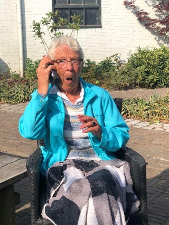 Het gezicht van Mijntje Nijhoff - van der Giesen spreekt boekdelen.