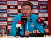 Van Bommel geeft uitleg over besloten of open trainingen bij PSV: 'Per week maken we een schema'