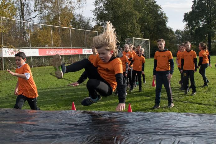 In Nijkerk zijn leerlingen van vier verschillende basisscholen sinds vorige week aangesloten bij de Daily Mile.