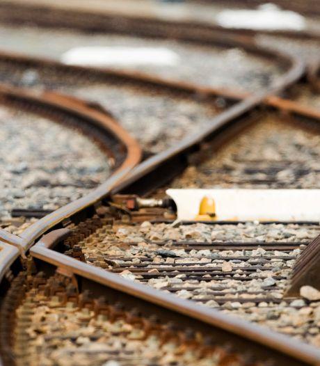 Enschedese politie speurt naar man die in slaap is gevallen in een lege trein: maar vindt hem elders