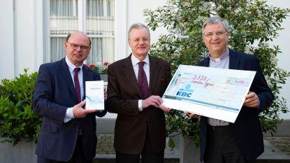 Bisschop Bonny overhandigt 3.555 euro aan Caritas International