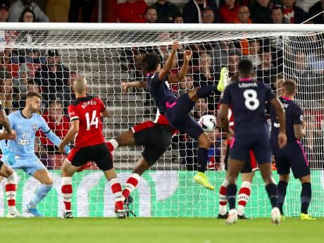 Trefzekere Aké klimt met Bournemouth naar de derde plaats