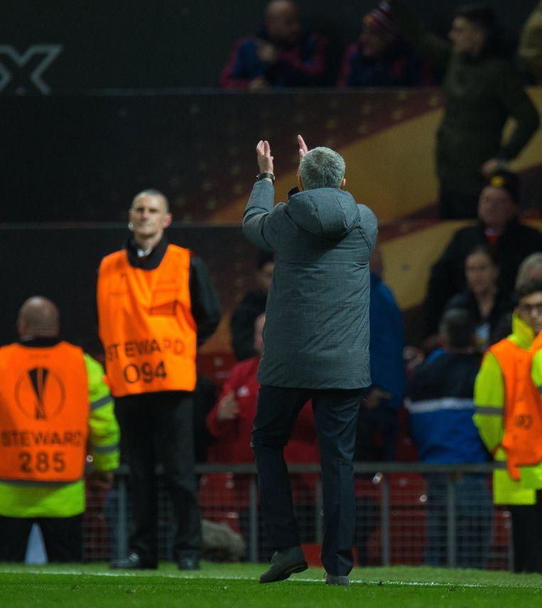 José Mourinho met een applausje voor de Anderlecht-aanhang.