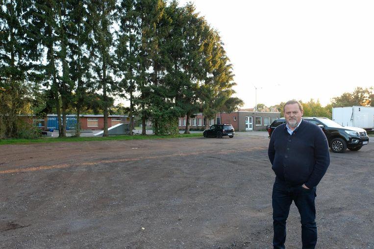 Frans Buyzen op de plek waar de 44 sociale woningen en de feestzaal zullen komen.