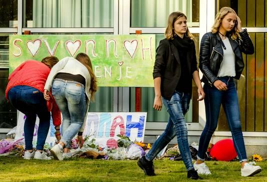 Deelnemers tijdens de stille tocht voor de omgebrachte Savannah Dekker (14)