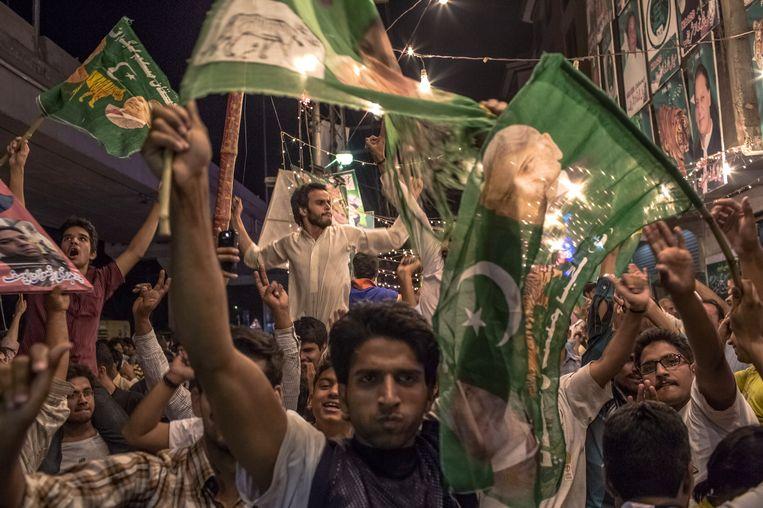 Aanhangers van de PML in Lahore vieren alvast de overwinning. Beeld getty