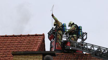 Schouwbrand zorgt voor rookontwikkeling onder parket op eerste verdieping