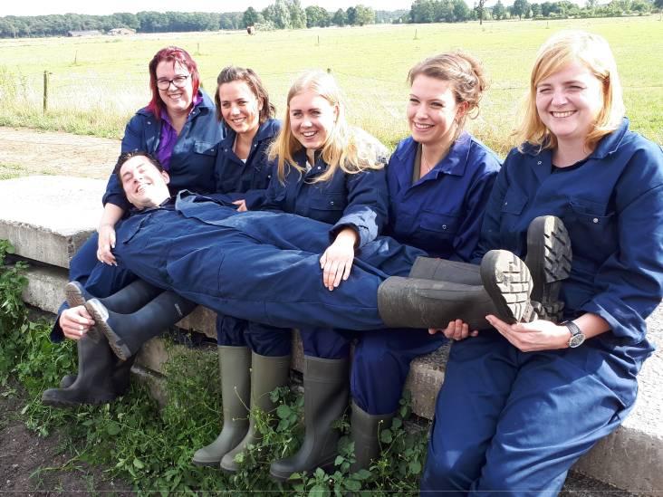 Vrouwen bezoeken jonge boeren: 'Ik wil wel een tweede date'
