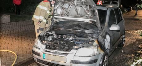 Mogelijk brandstichting in geparkeerde auto Doesburg