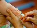 Vaccinatie tegen hepatitis. Te veel dragers van het virus weten niet dat ze het hebben.