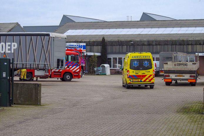 Bij Coppens in Westerhoven kwam een persoon woensdagochtend bekneld te zitten.