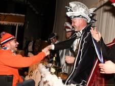 'Oranje' burgemeester feliciteert Ton den Derde als nieuwe stadsprins Iseldonk