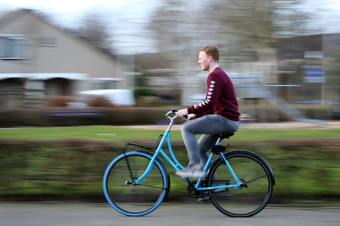 Terwijl student Gijs Walstra (20) een drenkeling op de kant hielp tijdens zijn stapavond in Breda werd zijn fiets gestolen. Swapfiets hielp hem aan een nieuw exemplaar.