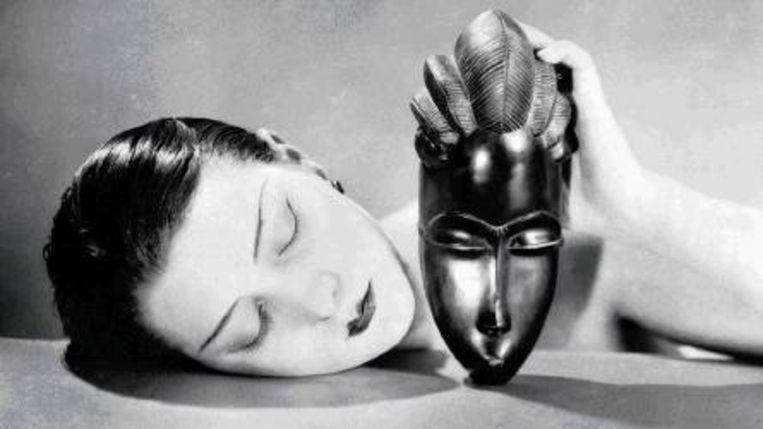 Noire et Blanche, 1926. (Trouw) Beeld