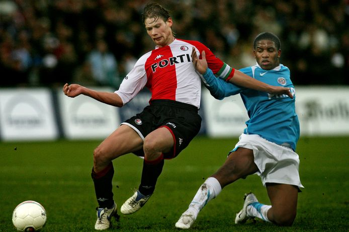 Lucius in duel met Farfán, tijdens Lucius' jaren bij Feyenoord.