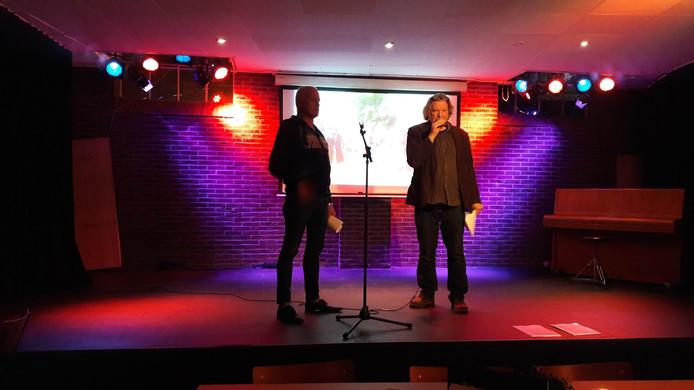 Bob Koenders (links) en Arie-Jan Folkerts lichten bij Loburg de plannen voor Woetstok Wageningenc 2020 toe