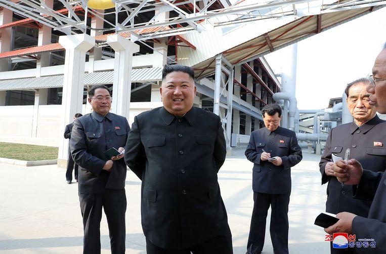 Kim dook zaterdag (lokale tijd) voor het eerst in twintig dagen weer op in het openbaar na wekenlange speculaties over zijn gezondheid.
