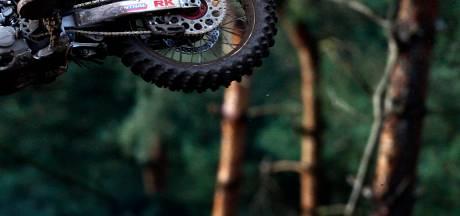 Motorcrosser slaat hardloper Vroomshoop ziekenhuis in