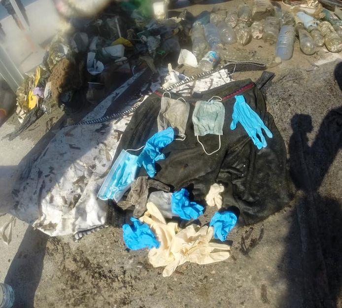 Opération Mer Propre vond latex handschoenen en mondmaskers in het water van de Middellandse Zee.