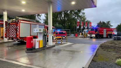 Brandweer spoedt zich naar tankstation voor rookontwikkeling, dat rookgordijn van inbraakalarm blijkt te zijn