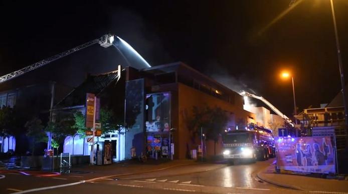 Le feu a fait deux morts et quatre blessés
