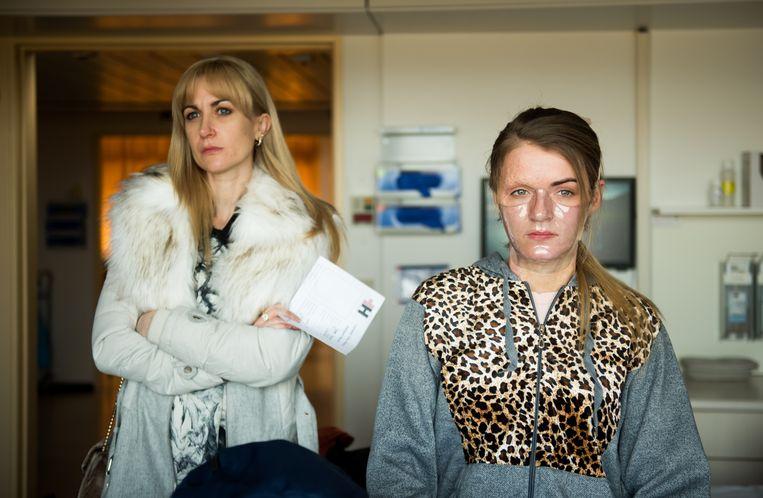 Beeld uit de film 'Dirty God', met rechts Vicky Knight, die de rol van Jade speelt. Beeld Dirty God