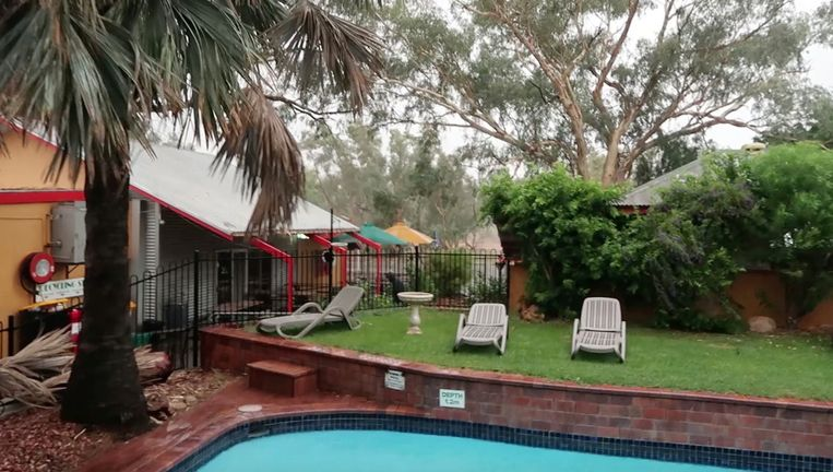Arne Down Under: geen volledige vlog deze keer. Daar steekt het noodweer in Alice Springs een stokje voor.