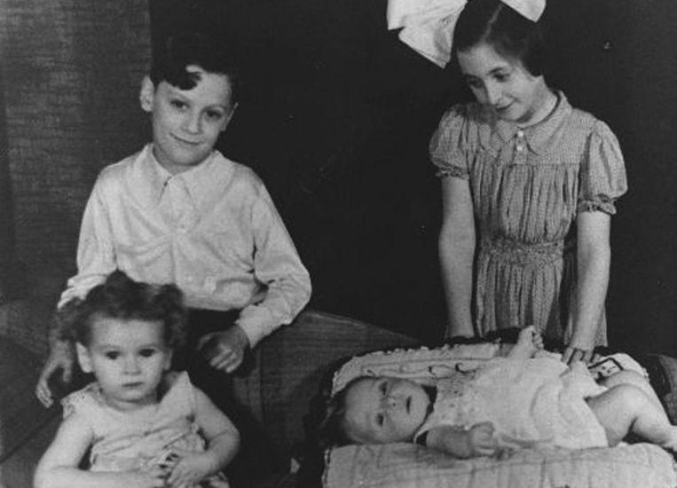 Vier Joodse kinderen in 1941. Een of twee jaar later overleden ze in kampen in Auschwitz, Sobibor of Vught. Beeld