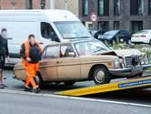 Klassieke Mercedes afgevoerd na botsing op Hogeweg