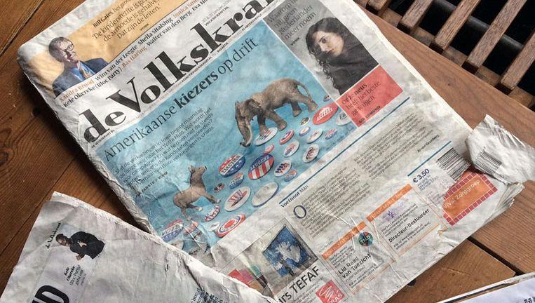 Op zaterdag 30 januari regende het zo hard dat bij een deel van de abonnees de krant verfomfaaid op de mat belandde. Beeld Foto Twitter