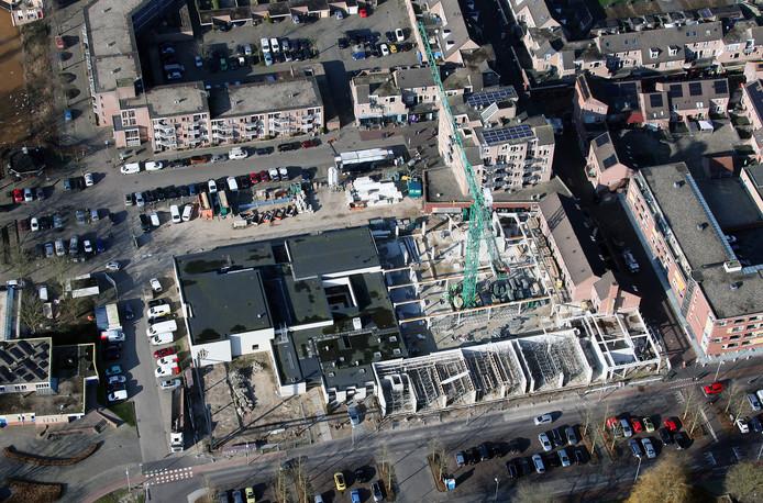De bouw van de Jumbo op het Apeldoornse winkelcentrum Eglantier is in volle gang.