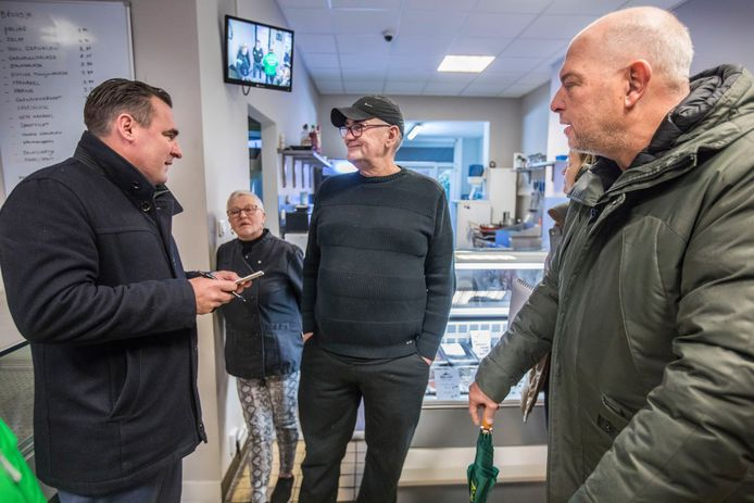 AFGEKOCHT Richard de Mos gaat Duindorp in en praat met inwoners en middenstanders.(Den Haag 06-12-19) Foto:Frank Jansen