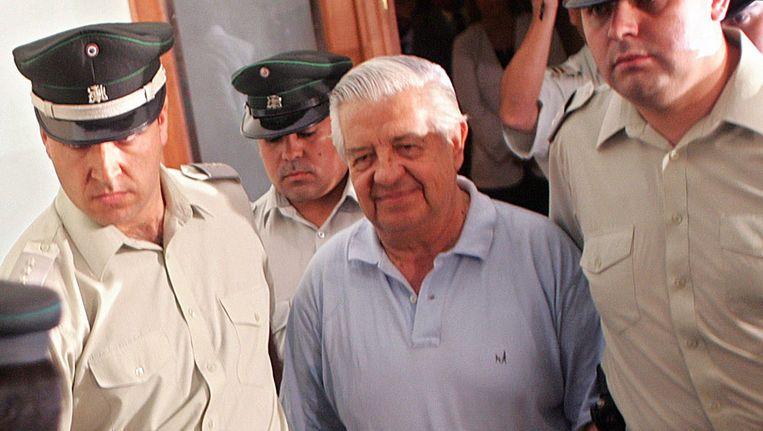 Manuel Contreras in 2005 voor Tribunal Palace, waar hij tien jaar daarvoor veroordeeld werd voor meerdere schendingen van de rechten van de mens. Beeld EPA
