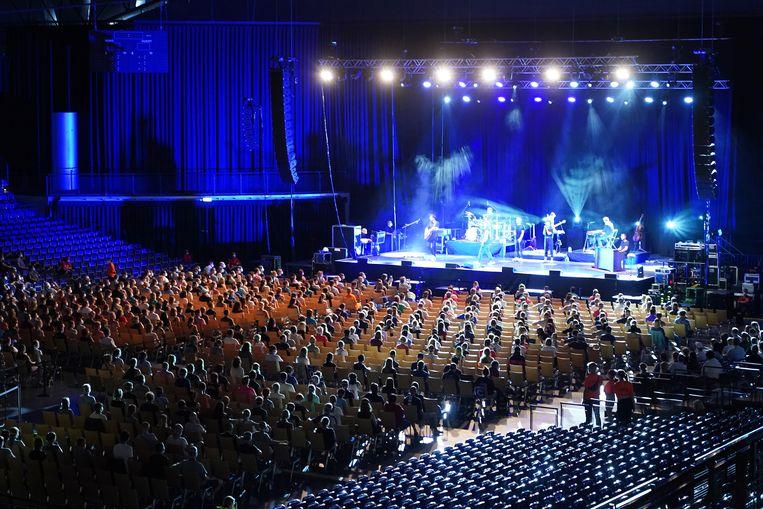 Zaterdag 22 augustus gaf Tim Bendzko een concert in de Arena Leipzig in het kader van een onderzoek naar de risico's op besmetting met covid-19 in zo'n setting.  Beeld Getty
