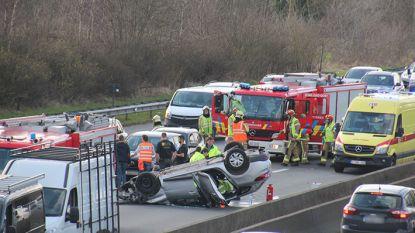 Auto belandt op dak bij ongeval op E40