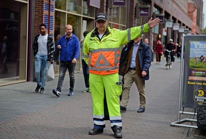 Eénrichtingsverkeer, rechts aanhouden, matrixborden: de gemeente probeerde al van alles om de bezoekersstroom in de Enschedese binnenstad in goede banen te leiden.