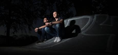 Ronnie Flex en Jebroer hebben geen geheimen voor Doetinchemse 'broski's'