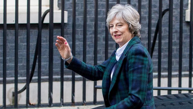 De Britse premier keert terug naar Downing Street 10 na het houden van haar Brexit-speech. Beeld photo_news