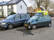 Bestuurster ziet Opel over het hoofd in Eerbeek, beenwond het gevolg