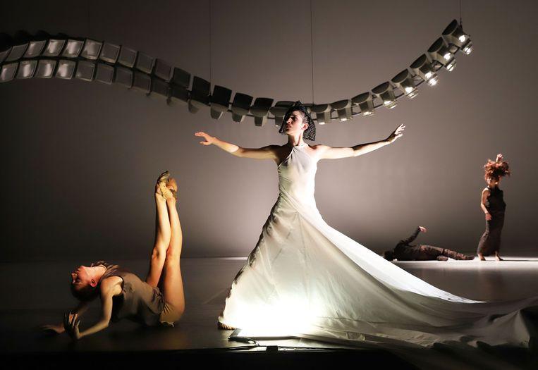 'Frozen echo' Choreografie Regina van Berkel in het programma 'Moderne meisjes' Beeld Hans Gerritsen