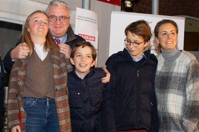Le prince Laurent et la princesse Claire avec leurs trois enfants: la princesse Louise et les princes Aymeric et Nicolas.